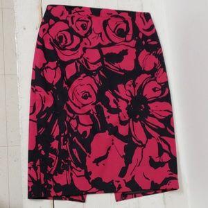❤EXPRESS SKIRT, size 4. Black/pink floral pattern